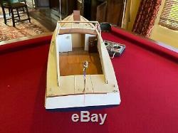 Dumas Wood Model Day Boat RC