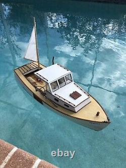 Midwest Boothbay Lobster Boat R/C Electric Model COMPLETE and WATER READY