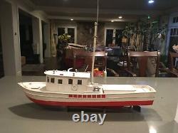 Nicely built all wood trawler r/c model boat ready to run dumas motor installed