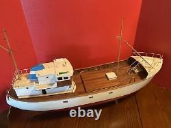 RC Model Fishing Boat (wooden)