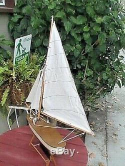 Ancien Modèle De Jouet En Bois Étang En Bois Yacht À Voile Bateau À Voile Coque En Métal