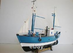 Ancien Modèle En Bois Bateau De Pêche 18 Offshore Bateau De Pêche Sur Le Berceau