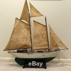 Antique Grand Étang En Bois Yacht Bateau Modèle Bateau Avec Des Voiles F