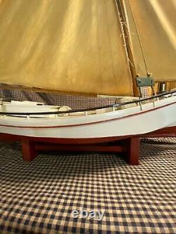 Antique Large 38x38x10 Chesapeake Skipjack Modèle Folk Art Hand Built Boat