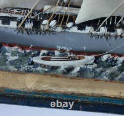Bateau Français Antique Dans Une Boîte Diorama. Main Folk Art Modèle Boat Scratch Construit