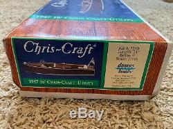Dumas 1240 24 Chris Craft 1947 Utility Boat Kit Échelle 1 / 8ème Modèle Bois
