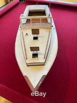 Dumas Bois Modèle Day Boat Rc