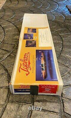 Excellent Dumas Boat Typhoon Radio Control Modèle Wooden Boat Kit Only