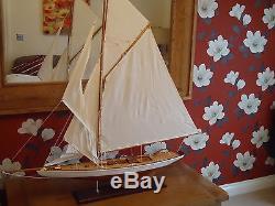 Grand Modèle Lulworth Yacht 95cm Sur Bateau Bateau De Bateau Maritime En Bois Fabriqué À La Main