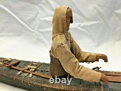 Inuit Antique / Modèle Fait Main De Kayak En Bois D'esquimau Avec Le Bateau De Pêcheur De Figure