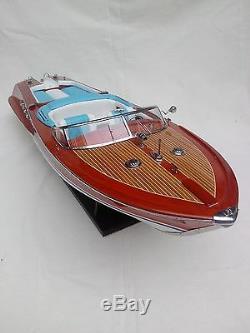 Lot De Bateaux Ferrari Hydroplane 32 Et Riva Aquarama 34 En Bois De Haute Qualité