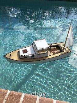Midwest Boothbay Lobster Boat R / C Modèle Électrique Complet Et Prêt À L'eau