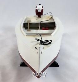 Modèle De Bateau De Skiff En Bois Avec Moteur Johnson Outboard Et Réservoir À Gaz