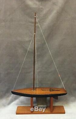 Modèle De Bateau De Yacht De Bassin De Quille De Squelette Antique