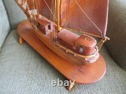 Modèle De Navires À Vinnage Handmade Pine Wood Sur Stand 19.5 Longe Et Hands