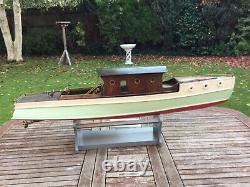 Modèle Guerre Avant Bateau Moteur Électrique De La Coque Planked