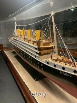 Modèle Titanic Avec Vitrine + Éclairage (38x13x9) Rare Collector's Model