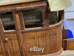 Vintage 1920s- 30s Roosevelt Modèle Bateau En Bois / Plastique Sur Le Stand