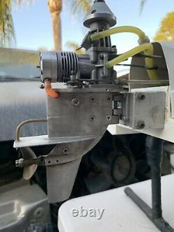 Vintage Dumas Hotshot Hydro Modèle Bateau Avec Une Coque De Tunnel De Compétition K&b 3.5