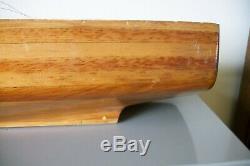 Vintage Handcrafted Bateau Modèle Folk Art Bois À L'echelle