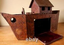 Vintage Scratch Construit L'arche De Noé En Bois. Bateau De Bateau Modèle De Bois D'art Folklorique Fait À La Main