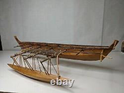 Vintage Wooden Outrigger Canoe Main Sculpté Modèle Bateau 29 Long 11 Large